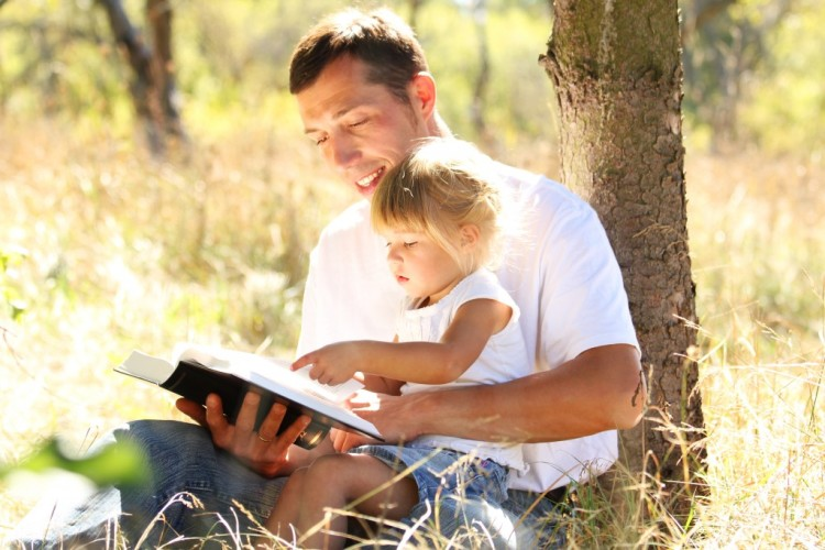 Father-and-daughter-reading-Bible-in-the-park-1024x682